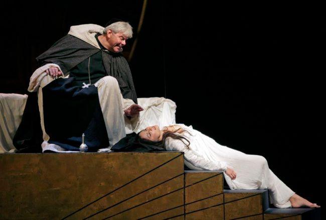 Anna Netrebko & Roberto Alagna.  Ken Howard/Metropolitan Opera