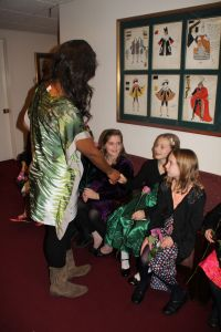 Pretty Yende greeting the girls