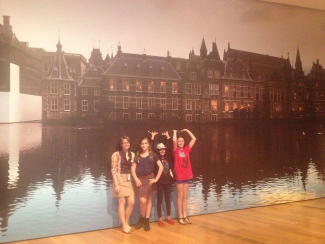 Brantly, Isabel, Layla & Lucy in front of the Mauritshuis