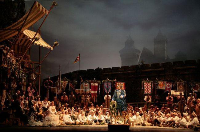 "Metropolitan Opera's ""Die MEISTERSINGER von Nürnberg"" by Richard Wagner, season 06-07 première March1-2007 Johan Botha as Walther von Stolzing in Wagner's ""Die Meistersinger von Nürnberg.""  Photo: Beatriz Schiller/Metropolitan Opera"