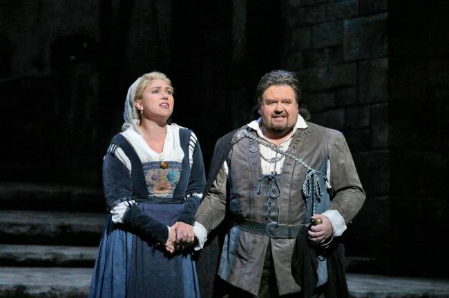 Annette Dasch as Eva and Johan Botha as Walther in Wagner's Die Meistersinger von Nürnberg. Photo: Ken Howard/Metropolitan Opera