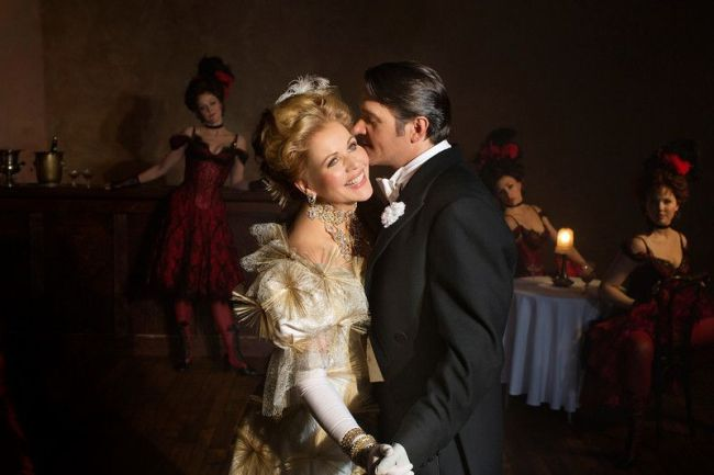 "Franz Lehár THE MERRY WIDOW Renée Fleming as Hanna and Nathan Gunn as Danilo in Lehár's ""The Merry Widow."" Susan Stroman's new production opens on December 31, 2014.  Photo: Brigitte Lacombe/Metropolitan Opera"